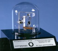 esimene transistor